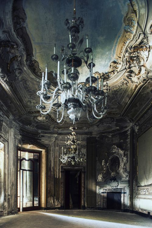 No one dances here anymore. So sad.......what a Beautiful space for romance and dancing! #ClassicalCeiling detail and #Fireplace. rocking #Crystal chandelier.