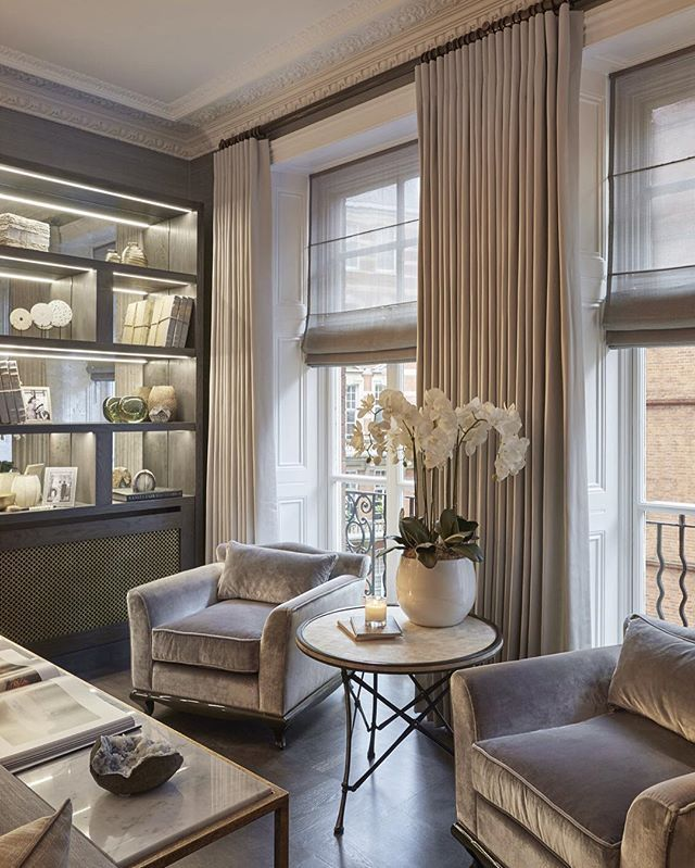 One of the sitting areas in this grand family room we designed for our latest Knightsbridge project. If ever I were to have a property in London again I want this one! ✔️ #newproject…