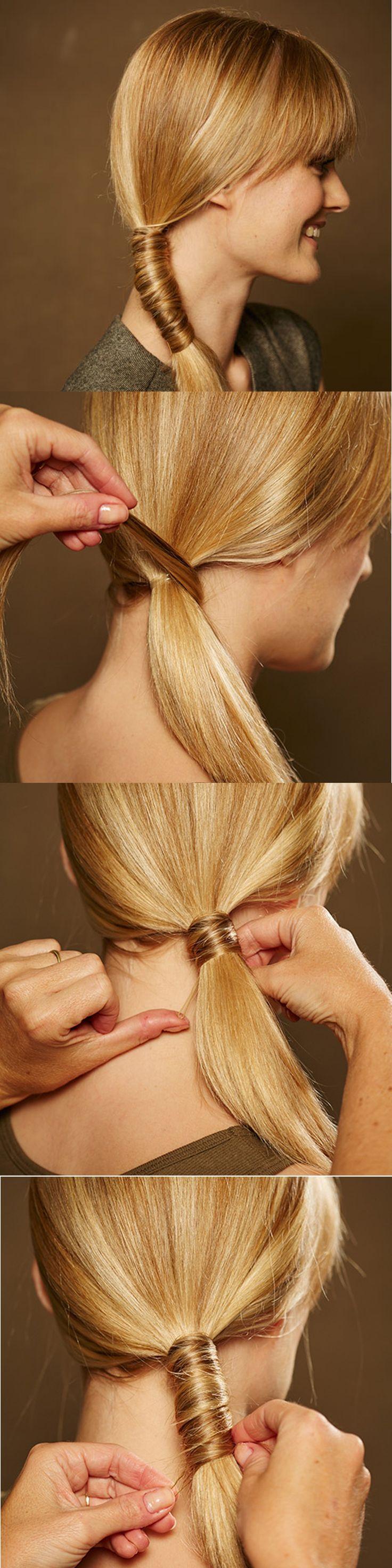 ZOPF puristisch eingedreht 1) Haare seitlich zusammenbinden. 2) Von der Zopfunterseite eine Strähne herausnehmen, um Haarband und Zopf wickeln und mit einer Klemme unterhalb besfestigen. 3) Erneut schmale Strähne abteilen, Zopf damit weiter einwickeln und feststecken. Je nach Zopflänge immer weiter so verfahren. Von Brigitte Beauty