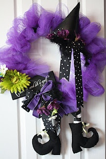 Witch Wreath- this is so cool for Halloween!