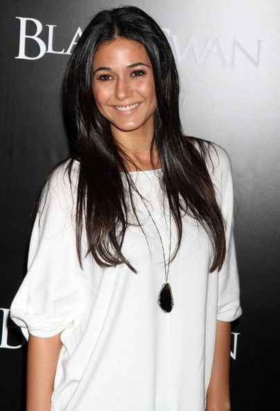 Emmanuelle Chriqui, apparently my doppleganger! she's stunning, so i'll take it! :P