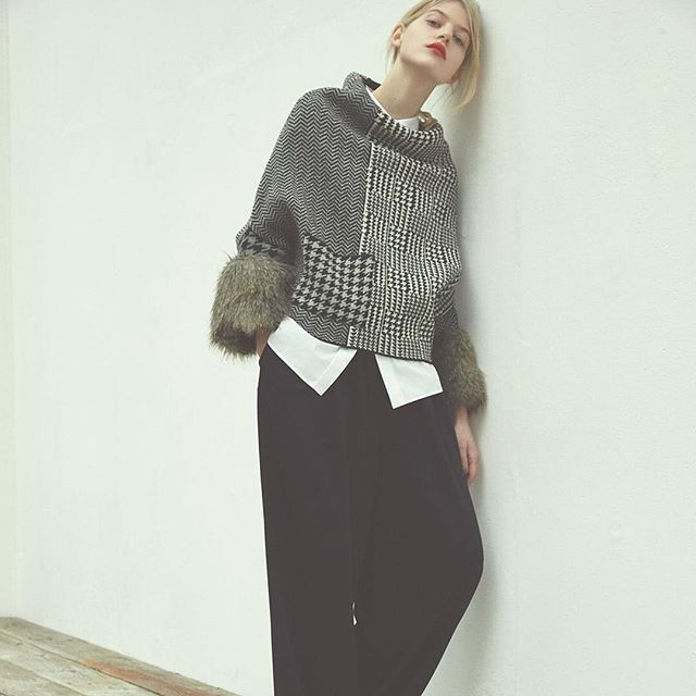16aw=BLACK LABEL= Fake Fur × Patchwork Knit Top. This unique knit pattern and…