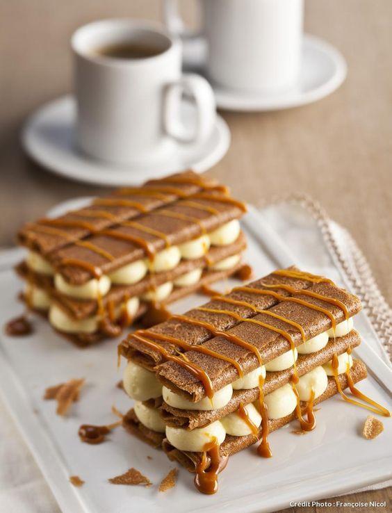 Recette Millefeuilles sauce caramel, par Éric Fréon. Merci à nos artisans pâtissiers de nous ravir les yeux et les papilles grâce à parfaite association de saveurs. L'Atelier