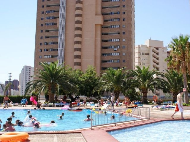 Paraiso 10 apartments are located just 800 metres from Levante beach and 200 metres from the centre of town, ideal for families and couples. The nearest airport is located 60 km away and a golf course and theme park can be found 4 km away. All apartments provide a kitchen with a fridge, tea and coffee making facilities, freezer, kettle, toaster, mini oven and electric hobs and a bathroom, as well as a terrace or balcony.