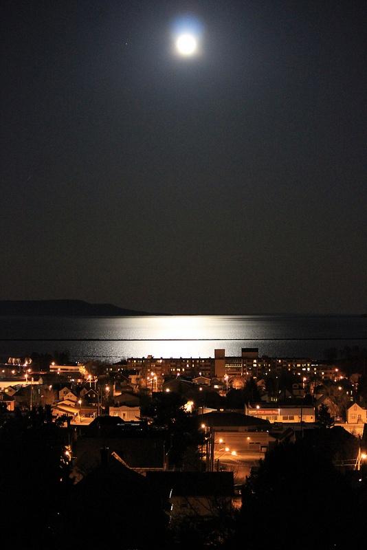 Full Moon, Thunder Bay, ON