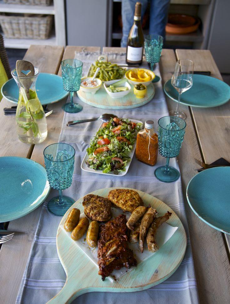 BBQ op Groene Pimenta Loreti serveerplank bbq gedekte tafel www.pimentaloreti.nl