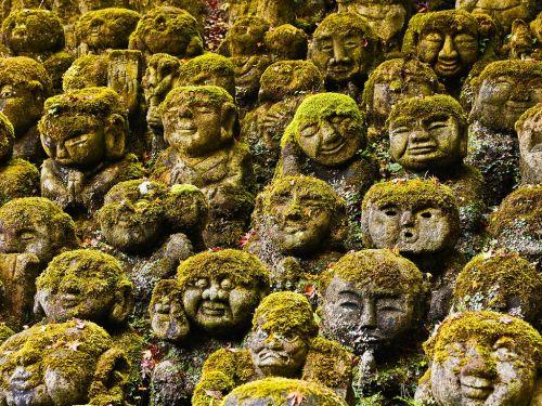 Киото, Япония - Stone Statues в Отаго Nebutsuji Temple в Киото.  Image by © Руди Sulgan/Corbis