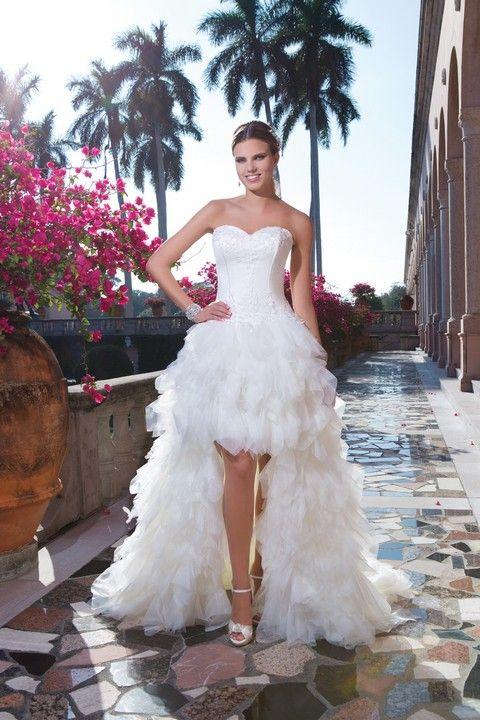 Biele svadobné šaty vpredu krátke vzadu dlhé s bohatou volánovou sukňou