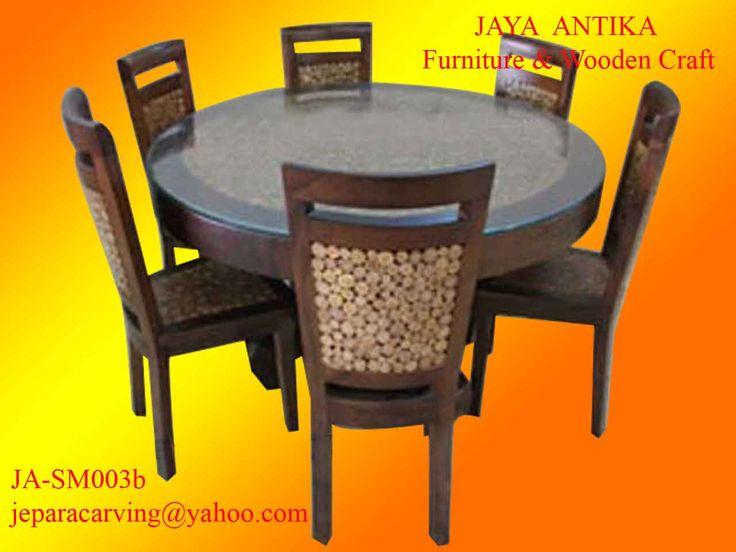Nama : Set Meja Makan Koin Jati Meja Bundar Kode : JA-SM003b  Set Meja makan koin jati meja bundar merupakan salah satu produk dari Jaya Antika, terbuat dari kayu pilihan, dan untuk gambar set meja makan koin jati meja bundar in