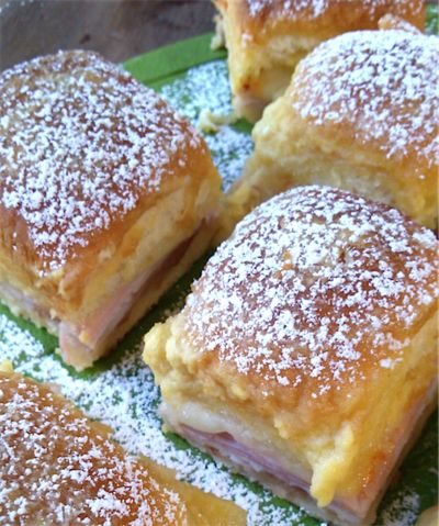 Monte Cristo Brunch Sliders | RecipeLion.com