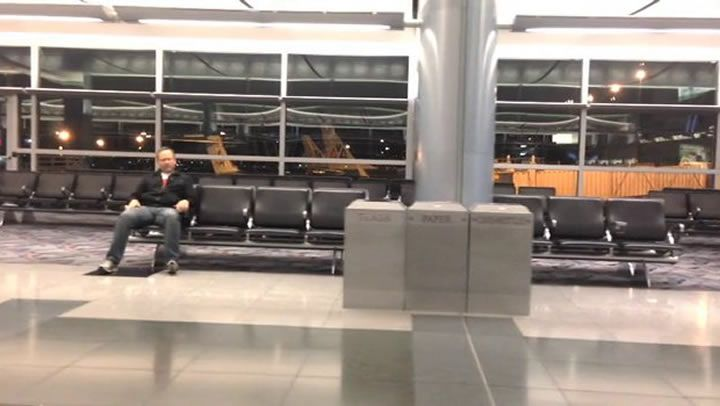 Man's solo music video for All By Myself alone in Las Vegas airport goes viral http://descrier.co.uk/oddities/mans-solo-music-video-alone-las-vegas-airport-goes-viral/