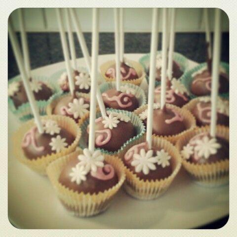 Cakepops met roomkaas-ananas vulling..