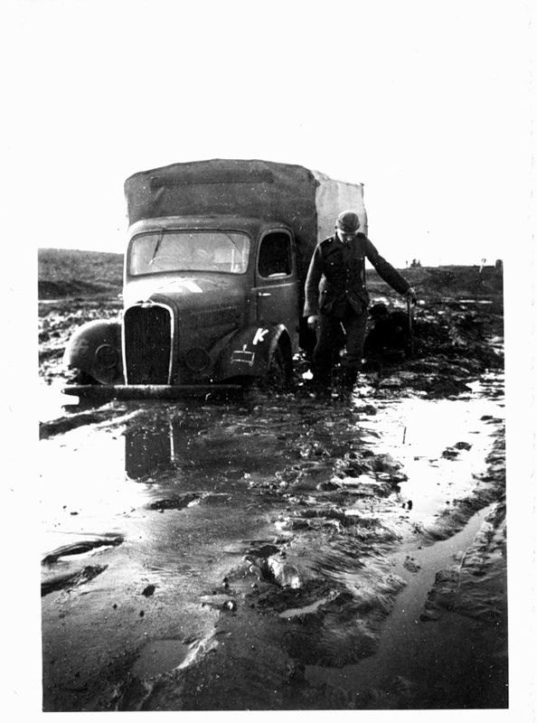 https://i.pinimg.com/736x/5d/d1/8c/5dd18c3350048abbd7b5429b8ecceb04--armored-vehicles-military-history.jpg