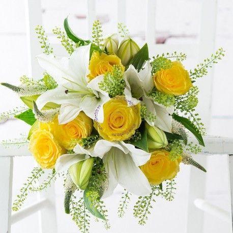 Un buchet grandios plin de eleganta, realizat din trandafiri galbeni si crini imperiali albi, poate fi comandat de la atelierul nostru floral din Cluj-Napoca sau Huedin, avand livrarea gratuita.