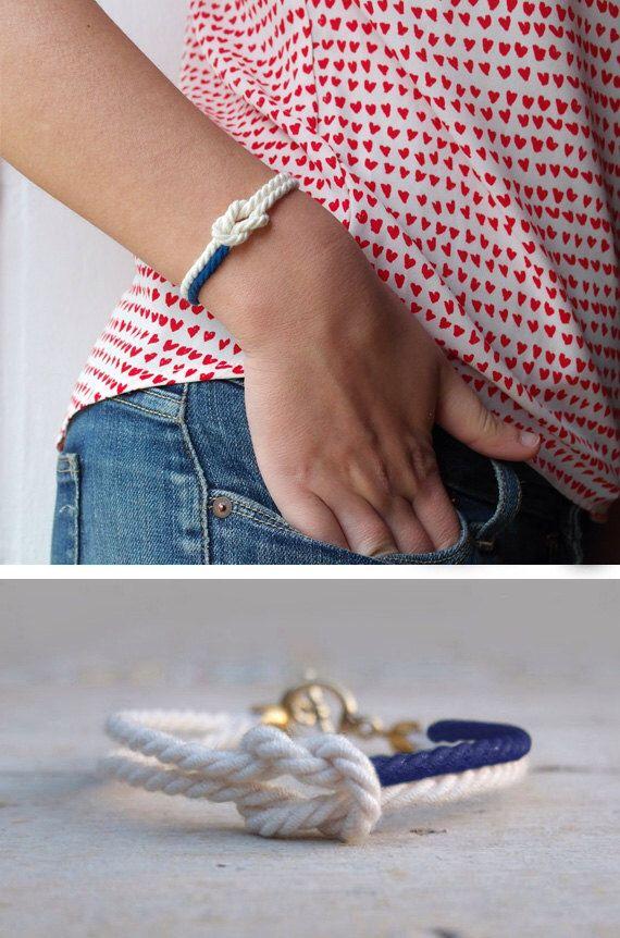 Bracelet amitié blanc cordon bleu marine Infinity bracelet noeud marin bijoux et - MANEGE de printemps par AMEjewels sur Etsy https://www.etsy.com/fr/listing/226649549/bracelet-amitie-blanc-cordon-bleu-marine