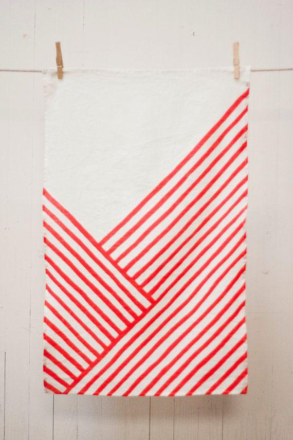 Linen Tea Towel Red Knife's Edge par Ktaadn sur Etsy, $26.00