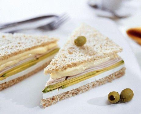 Un rico Sándwich integral con quesillo y palta para hacer una pausa o lucirte con tus amigos. ¡Haz clic!