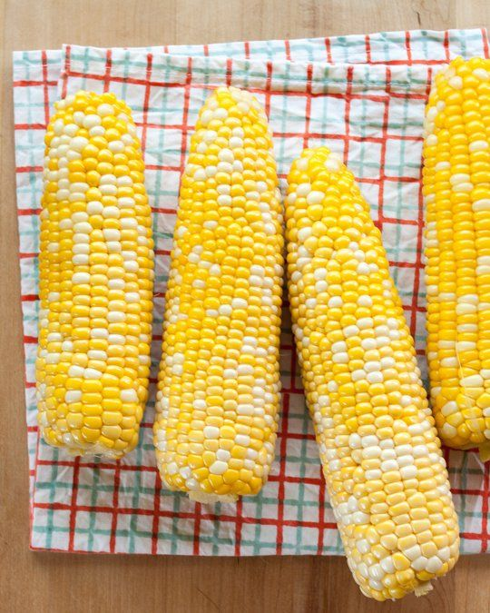 How To Shuck Corn Like a Midwesterner (and pick the sweetest ears)