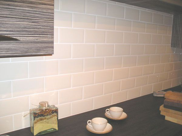 Image from http://www.tiletown.co.uk/published/39/resources/Images/Gallery/kitchen/kitchenlargeimage/metro-cream-brick--1-.jpg.