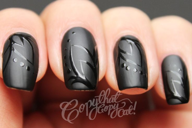 Gloss Design on Matte Black fingernails