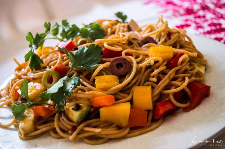 Spaghetti with vegetables and garlic by Virgilliant