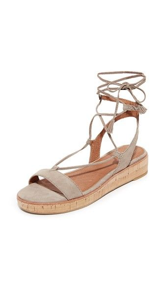 ¡Consigue este tipo de sandalias romanas de Frye ahora! Haz clic para ver los detalles. Envíos gratis a toda España. Frye Miranda Gladiator Sandals: A cork platform adds a subtle lift to these suede Frye sandals. Slim lace-up ties. Rubber sole. Leather: Cowhide. Imported, China. This item cannot be gift-boxed. Measurements Heel: 1.5in / 35mm Platform: 0.75in / 20mm (sandalias romanas, romana, romanesque, gladiator, gladiators, greek, gladiator knee, knee high, knee high sandal, knee high…