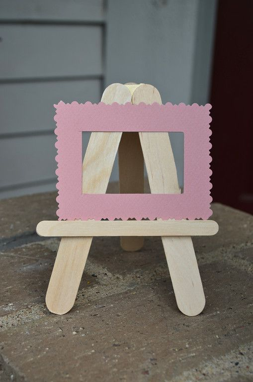 Students can make an easel when learning the long e. They can also create artwork of something with the long e to place on it, in an artsy fashion of course.