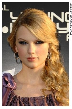 now im just checking out taylor swifts hair