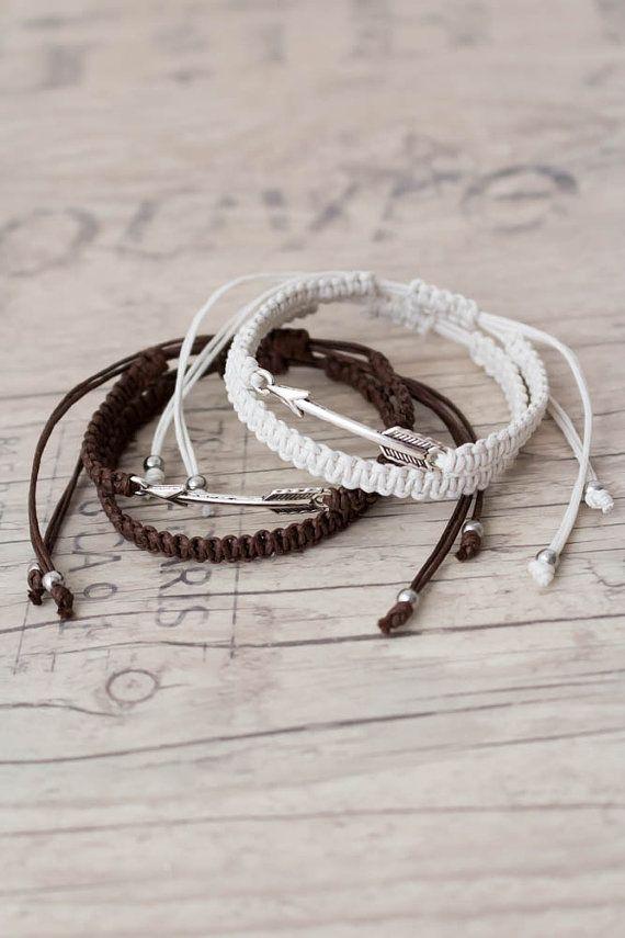 Witte en bruine pijl armbanden Macrame armband vriendschap armband Matching paar armbanden paren ingesteld zijn en haar Armband - set van 4