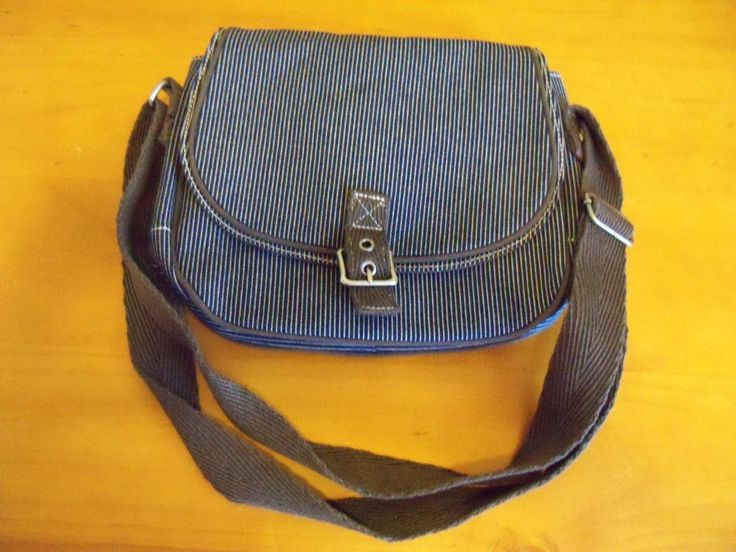 19.79$  Watch here - http://viwyt.justgood.pw/vig/item.php?t=a17nfb17140 - Thirty One 31 Free To Be Crossbody in Railroad Denim - RETIRED in 2014