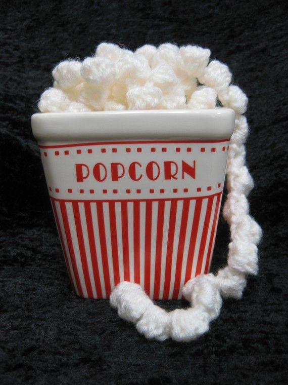 crochet popcorn christmas tree garland.
