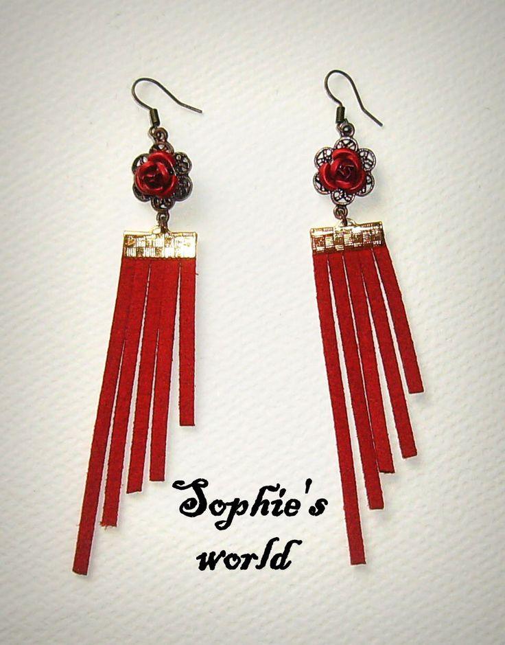 #redroses #wings #earrings #handmade #suede #earring #roses σκουλαρίκια με κόκκινο σουέτ και vintage τριανταφυλλα https://www.facebook.com/SophiesworldHandmade/