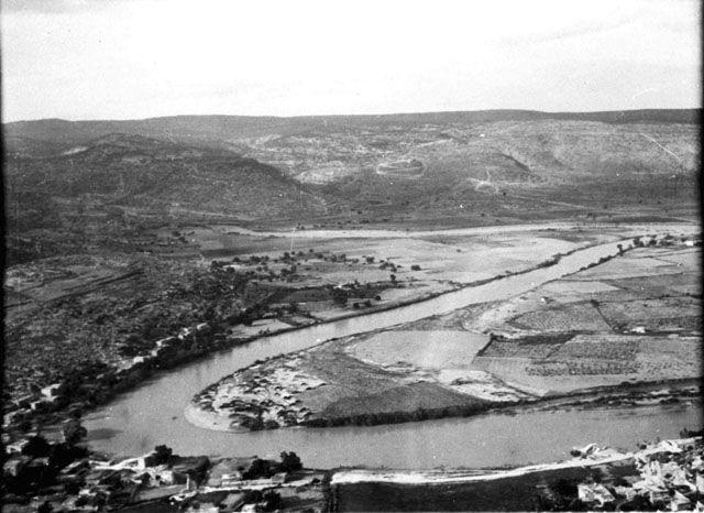 Σελεύκεια Κιλικίας-Καλύκανδος ποταμός Town and Goksu River from castle Date taken: May 1905 Photographer: Gertrude Bell Location: Selefke - Turkey Modern location: Silifke (Seleucia)