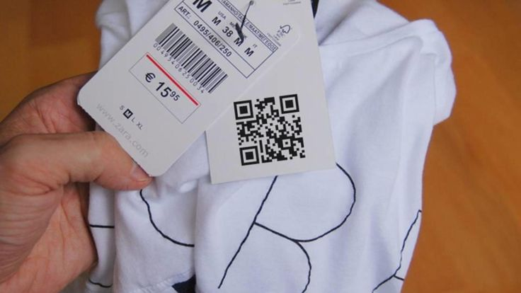 Inditex cose un código QR a las prendas de Zara para salir de la lista sucia laboral. Noticias de Empresas. Lanza un proyecto piloto para que las prendas incluyan una etiqueta desde la que el cliente puede acceder a toda la cadena de producción y borrar las sospechas de que subcontrata a talleres esclavos