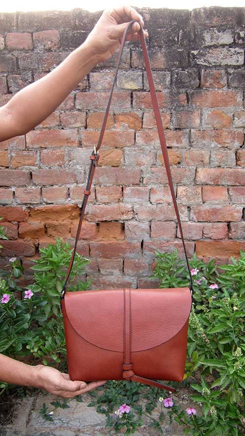 Gingerbread Big Stella, Chiaroscuro, India, Pure Leather, Handbag, Bag, Workshop Made, Leather, Bags, Handmade, Artisanal, Leather Work, Leather Workshop, Fashion, Women's Fashion, Women's Accessories, Accessories, Handcrafted, Made In India, Chiaroscuro Bags - 3