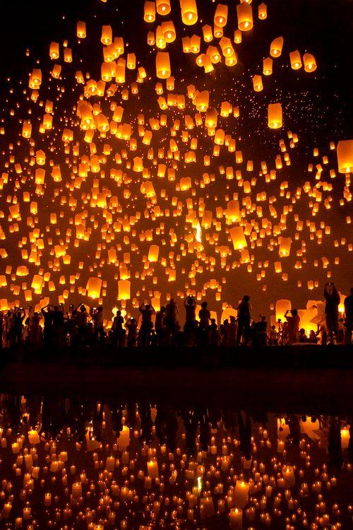 YeePeng Festival ChiangMai Thailand (by chattakan kosol)