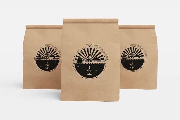 Poser udarbejdet til Nordjysk sejlklub. De skal fungere som en slags gæsteposer med forskelligt indhold til de mange gæstesejlere der gæster bådhavnen om sommeren.  //Goodiebags for sailors in the summertime. #Packdesign #packaging #design #bag #illustration