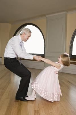 How to Make Decorations for a Daddy Daughter Dance