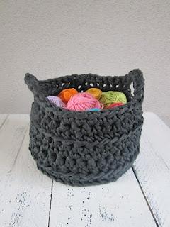 Pattern in Dutch, Basket in zpaghetti ribon Yarn.