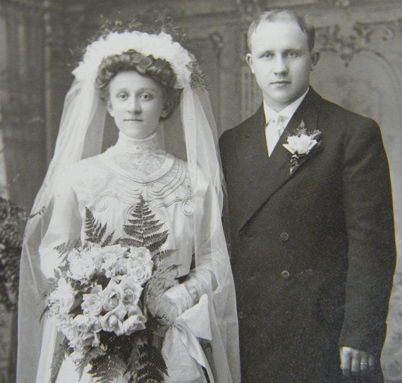 Vintage Wedding Dresses Chicago: Wedding Photo Early 1900s Bride Pleated Gown Long Veil