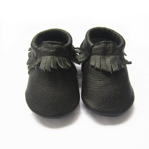 Fawn & Finch – Black Fringe Moccasins These gorgeous baby and toddler fringed moccasins are made from super soft cow leather are the perfect combination of comfort and durability.  with elastic openings, these soft-soled moccasins offer ease in putting them on and taking them off of little wiggly toes.  The best part?  These moccasins are temper tantrum proof! The flexible elastic opening also serves as a secure fit for those little kickers.  Made to suit both infants and toddlers. Please s