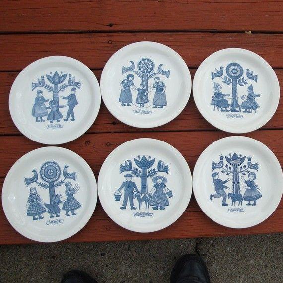Breakfast plates from Regout/Sphinx: Staphorst, Spakenburg, Volendam, Nunspeet, Marken, Middelburg.