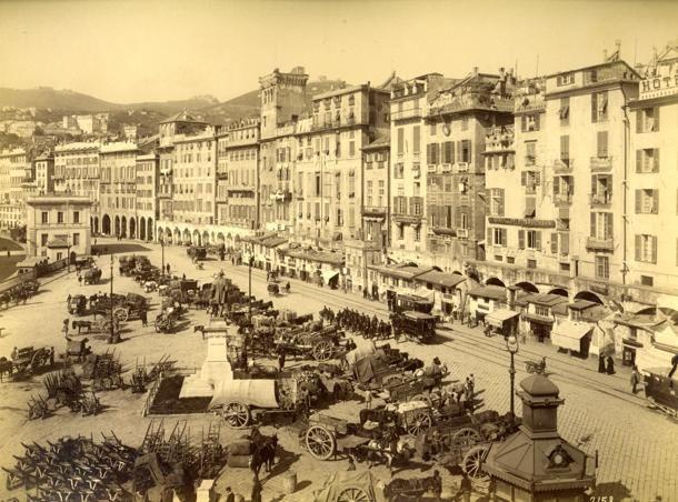 #Genova, uno sguardo alla città di un tempo. Piazza Caricamento