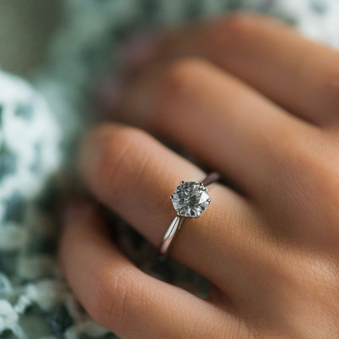 Currently swooning over this perfectly simple solitaire engagement ring from @jamesallenrings!