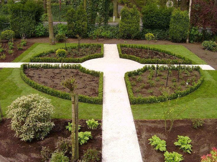 Hoveniersbedrijf H.G. Peters | Ruime tuin met een zeer strak ontwerp.