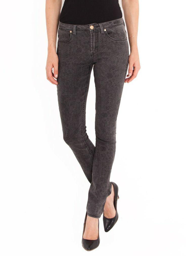 Grijze skinny jeans van Blend She met kleine steek zakjes voor en achter. De jeans heeft een lage taille.