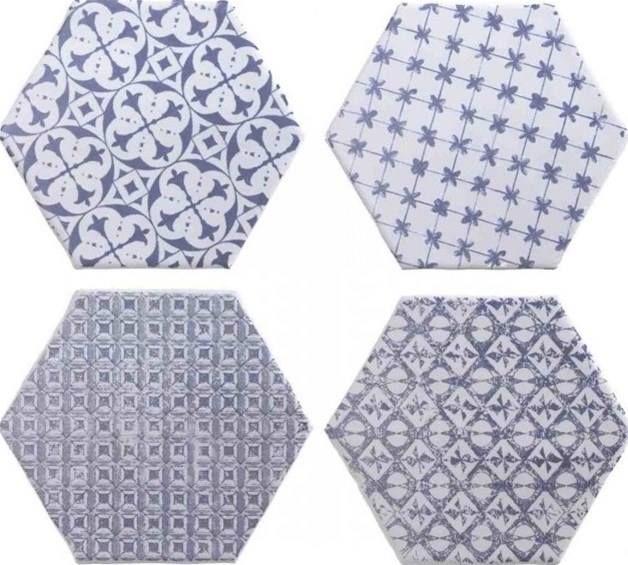 """Deze week in de """"spotlight""""ZESHOEKIGE TEGELS (hexagon tegels). We hebben ze in verschillende kleuren, van moderne grijze betonlook tot warme terra tinten. Verschillende maten, van schattige kleine mozaïek tegels tot grotere maten ca. 34,5 x 40 cm. Voor een leuk speels, maar niet té opvallend effect, kunt u kiezen voor de zeshoekige tegels met uni …"""
