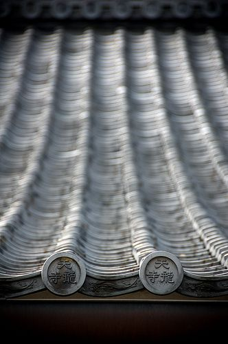 Japanese roof details of Tenryu-ji, Kyoto, Japan: photo by Sushicam, via Flickr