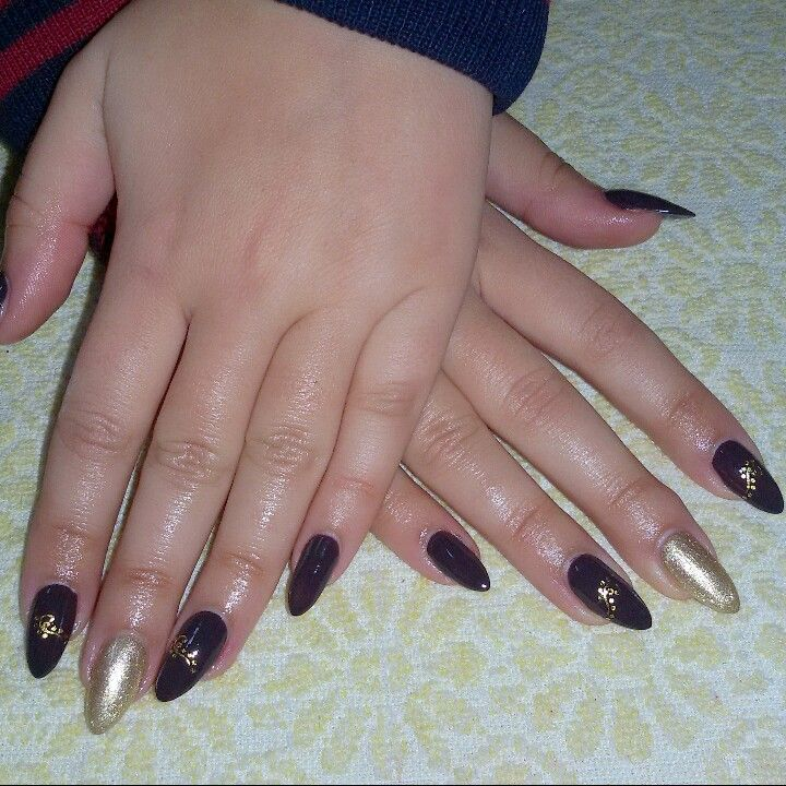 Brown&gold almond nails