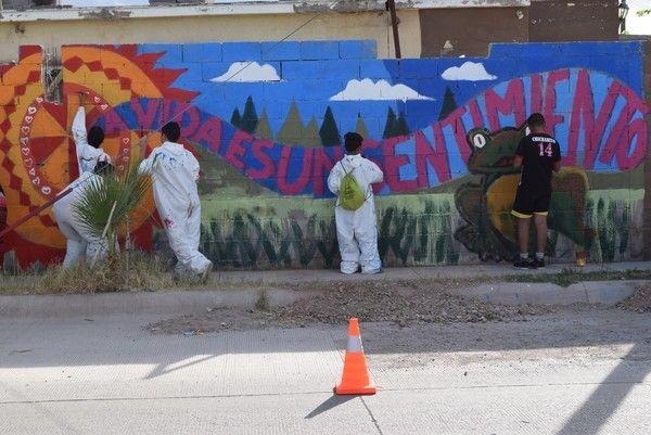 """<p>Chihuahua, Chih.- La tarde de ayer, niños y jóvenes de la colonia Riberas de Sacramento, concluyeron el segundo mural urbano """"Pinta"""